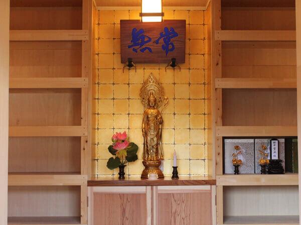 梅香霊殿内の観音様